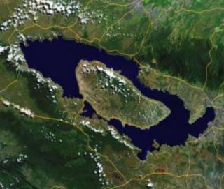 Contoh narrative text: the tory of lake Toba